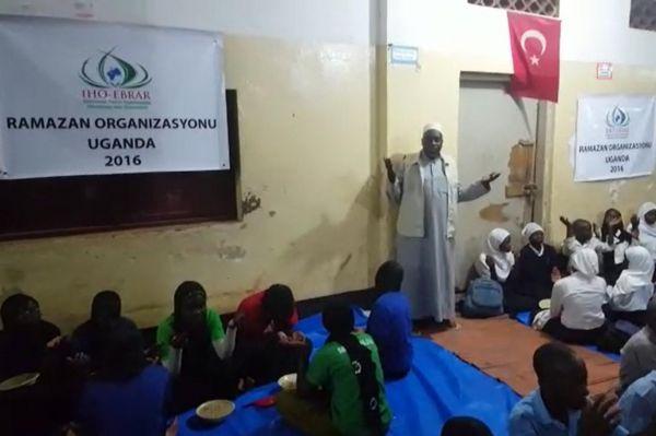 IHO-Ebrar-Uganda-da-yetimlere-iftar-yemegi-verdi-0530